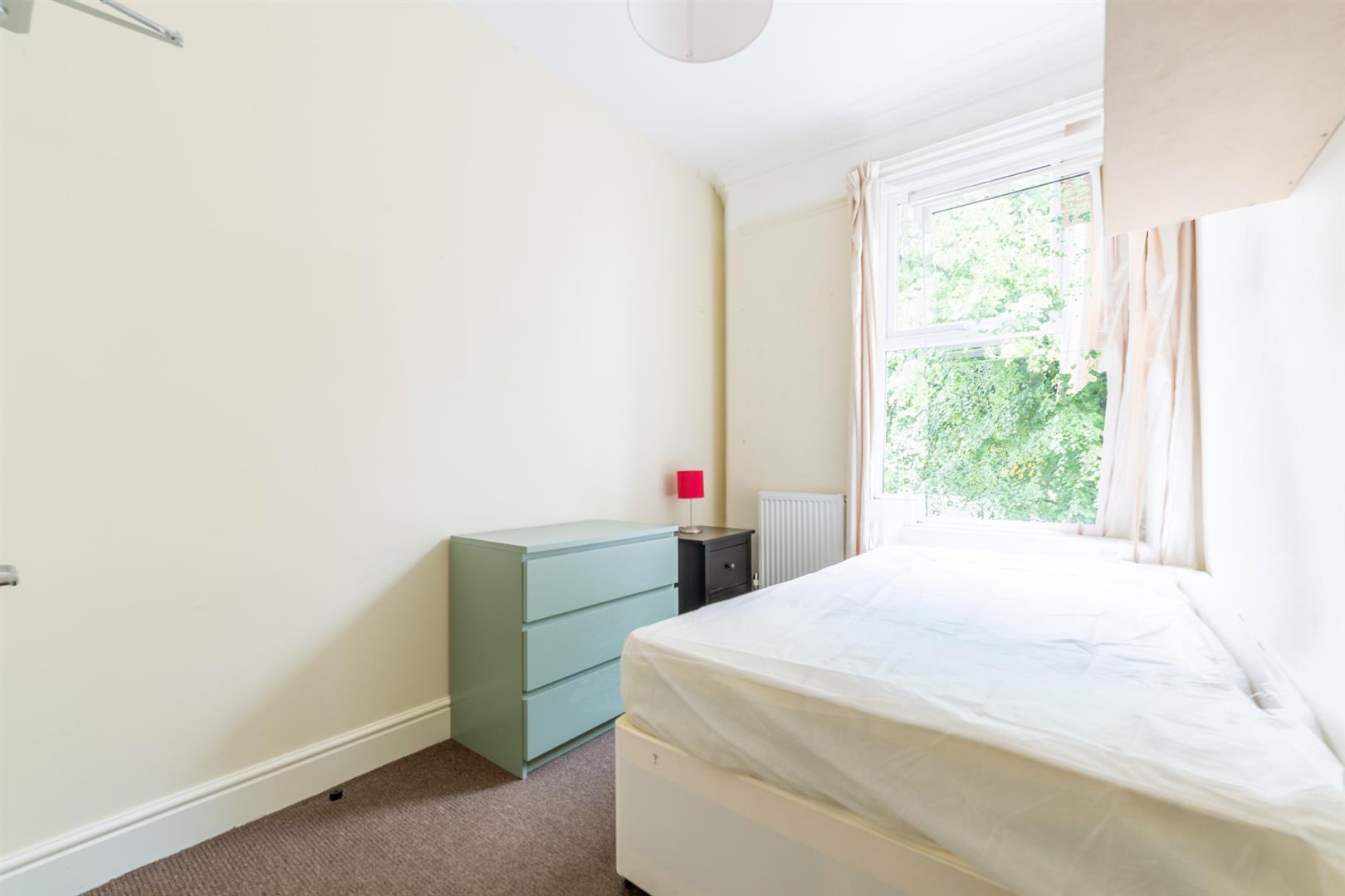6 bed semi-detached house to rent in Osborne Road, Jesmond 12