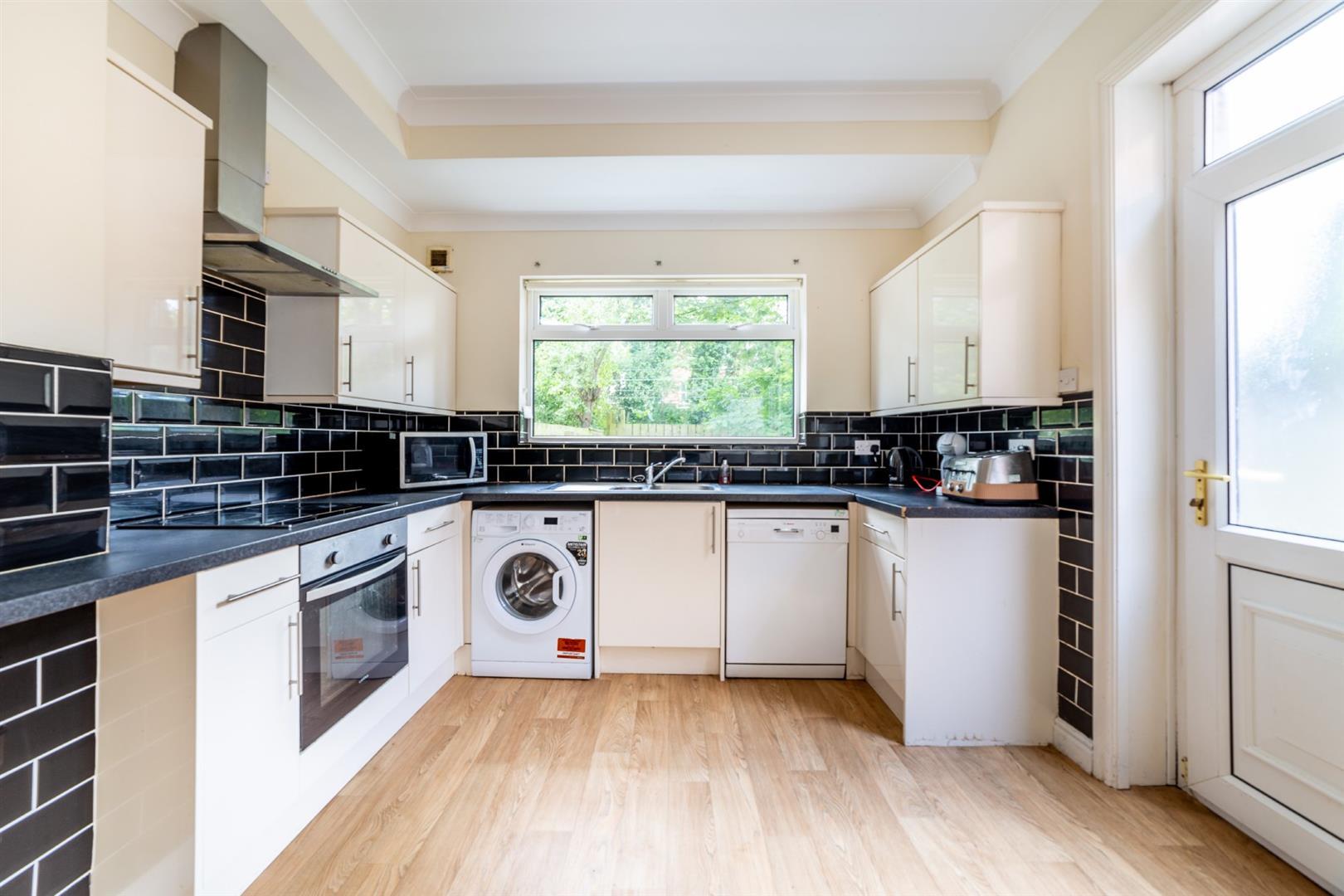 6 bed semi-detached house to rent in Osborne Road, Jesmond 4