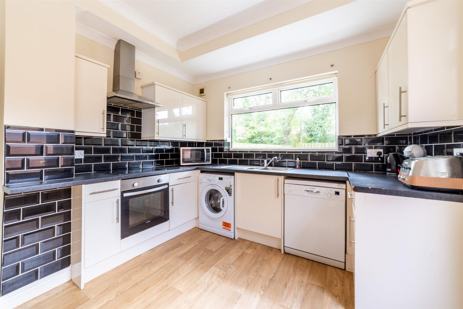 6 bed semi-detached house to rent in Osborne Road, Jesmond 5