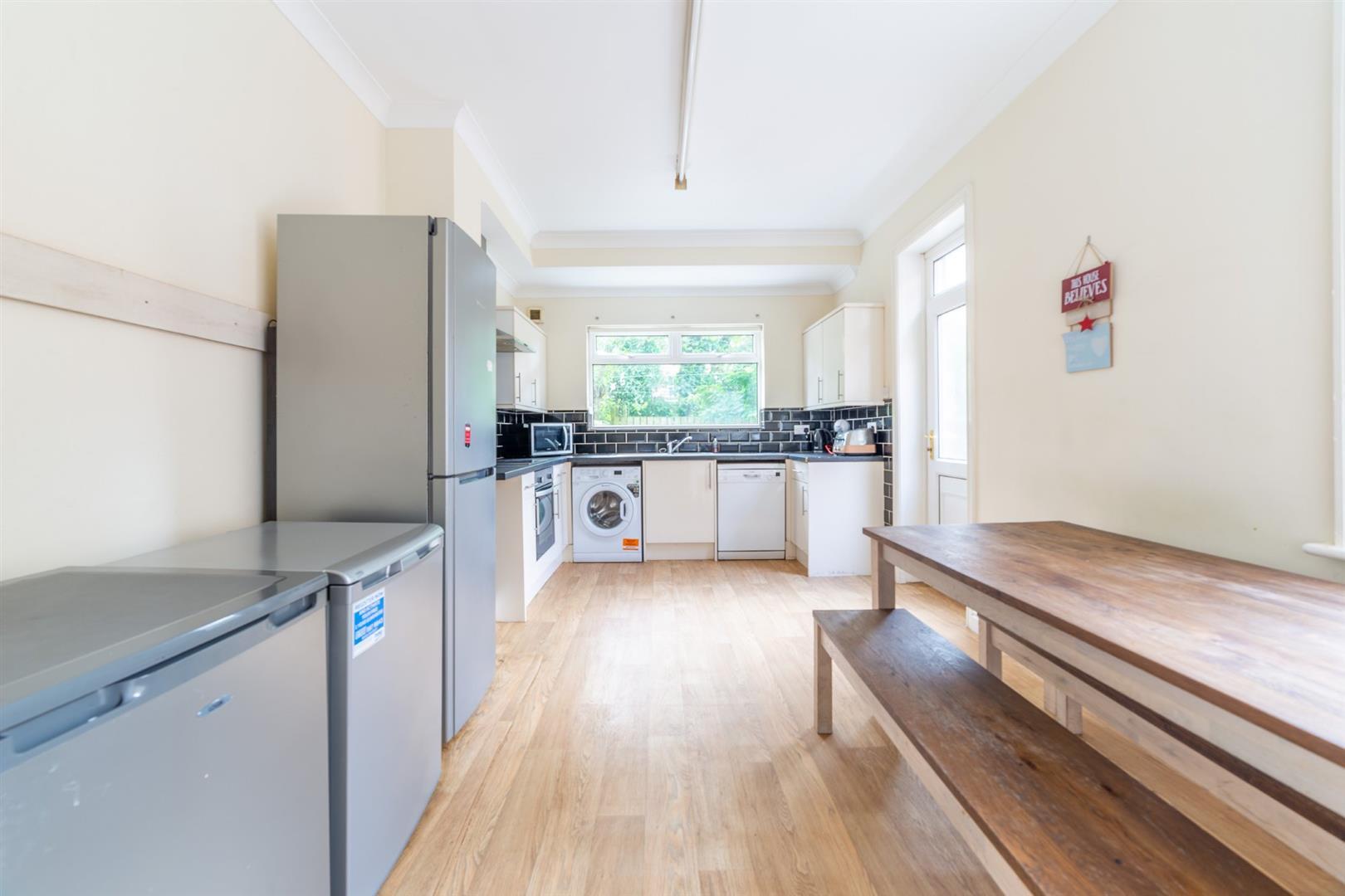 6 bed semi-detached house to rent in Osborne Road, Jesmond 3