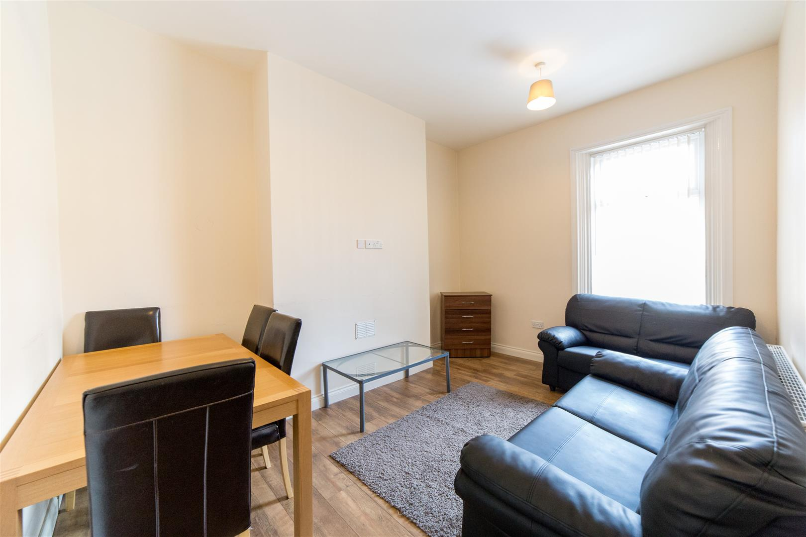 4 bed maisonette to rent in Holly Avenue, Jesmond, NE2