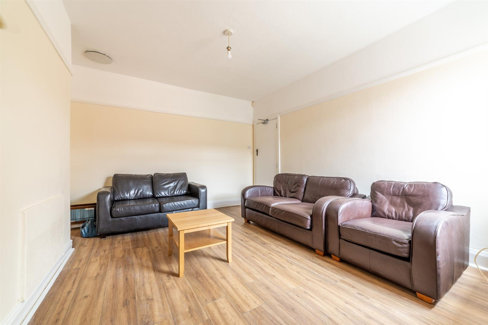 3 bed flat to rent in Newcastle Upon Tyne, NE2 2JS 1