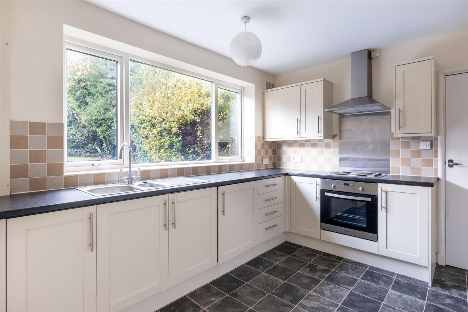 4 bed semi-detached house to rent in Gosforth, NE3 5TA 3
