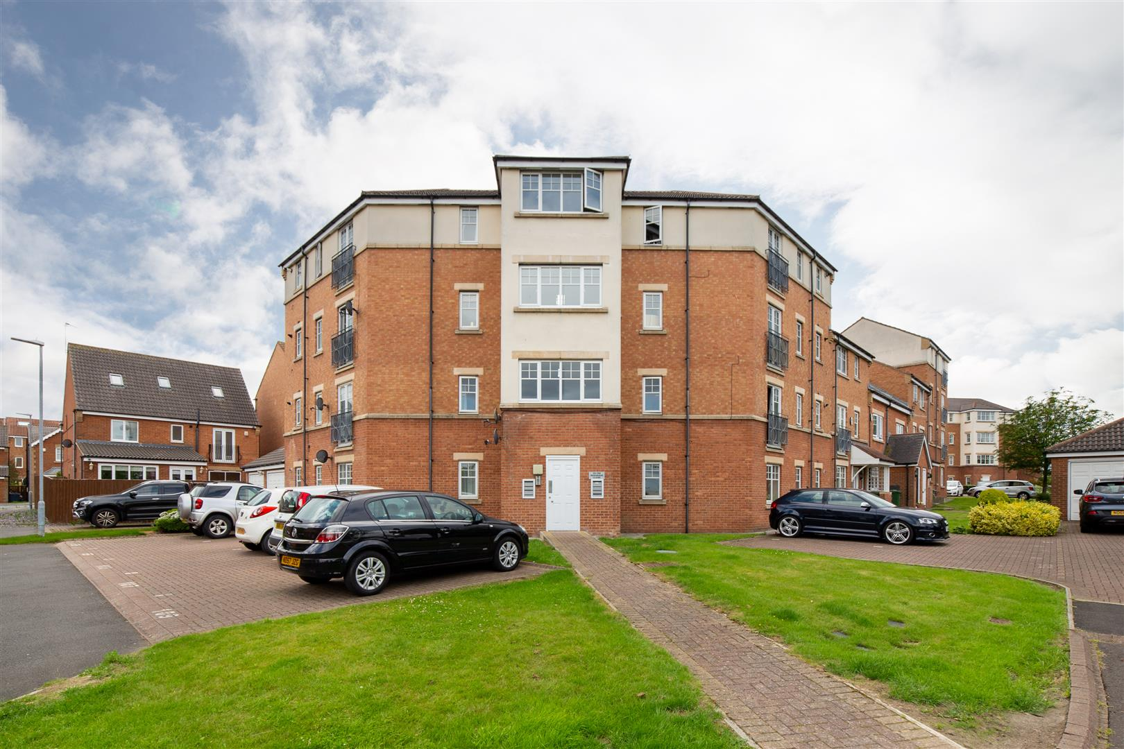 2 bed flat for sale in Gateshead, NE8 3JD  - Property Image 1