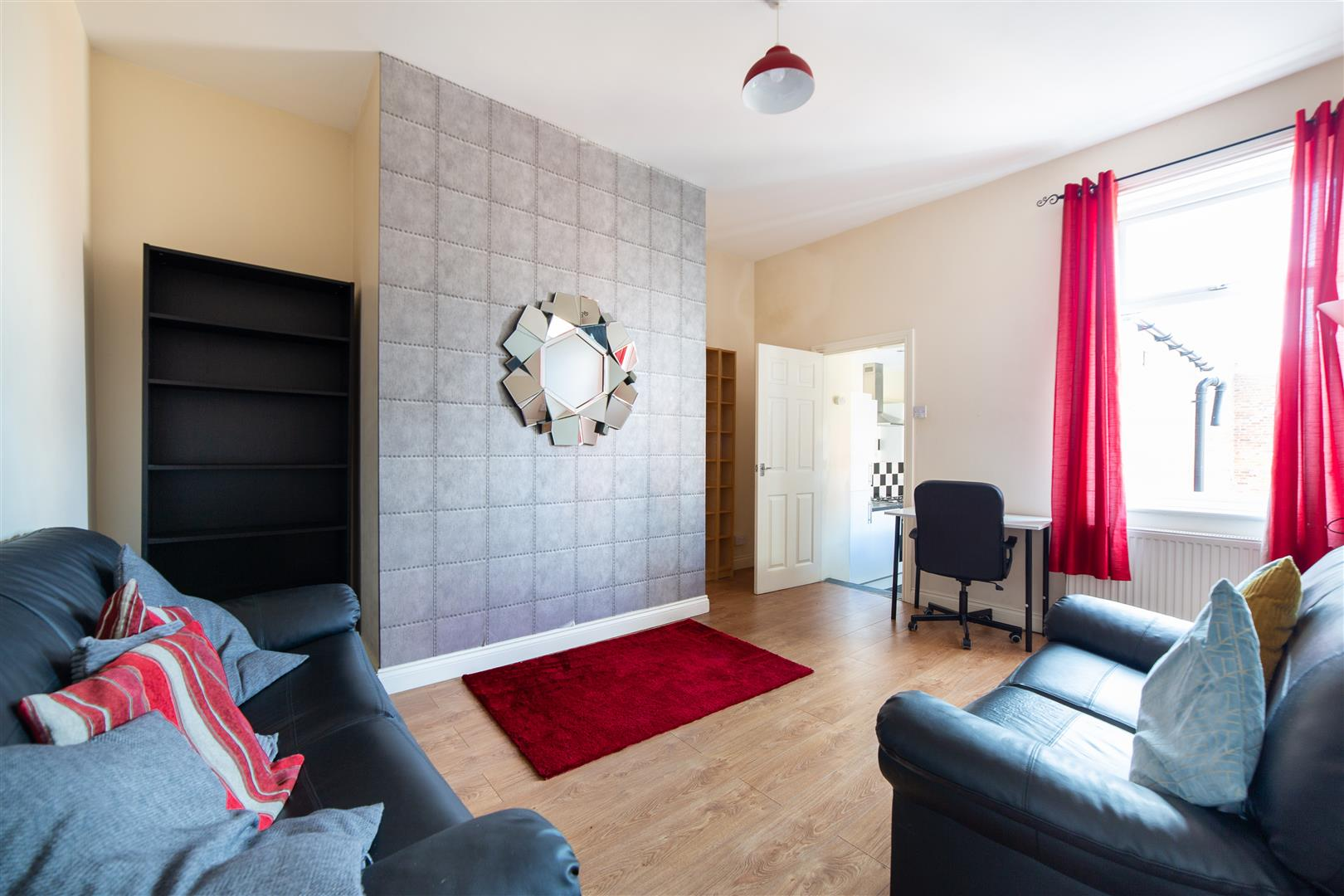 3 bed flat to rent in Newcastle Upon Tyne, NE6 5LU  - Property Image 1