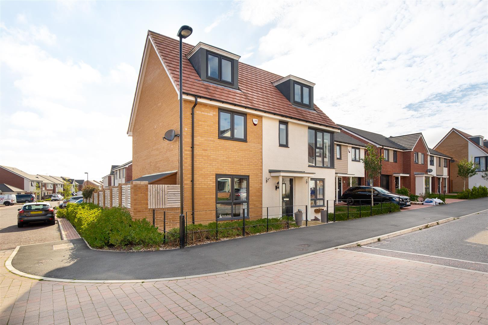 5 bed detached house for sale in Newcastle Upon Tyne, NE13 9BY  - Property Image 1