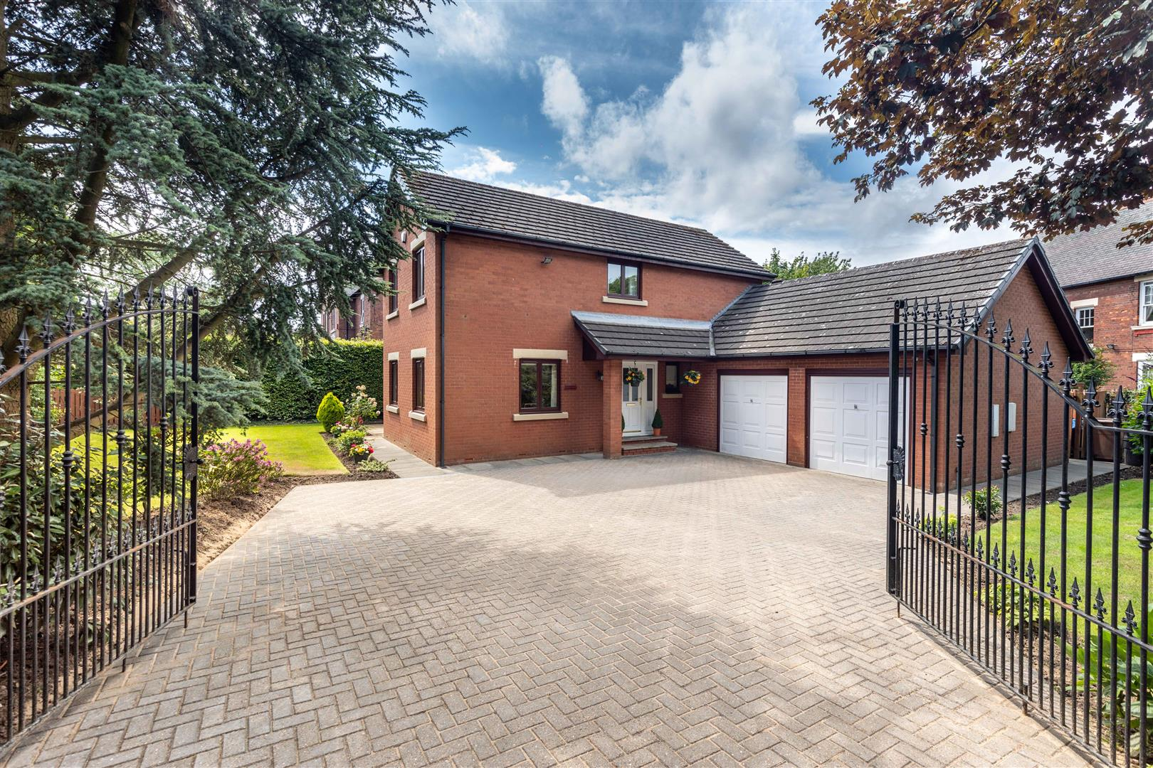 4 bed detached house for sale in Newcastle Upon Tyne, NE12 7ES  - Property Image 1