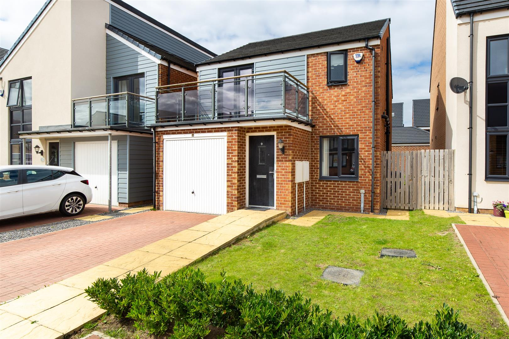 3 bed detached house for sale in Newcastle Upon Tyne, NE13 9DB - Property Image 1