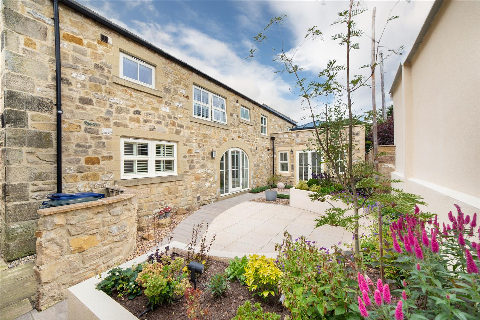 3 bed barn conversion for sale in Newcastle Upon Tyne, NE13 7BR - Property Image 1