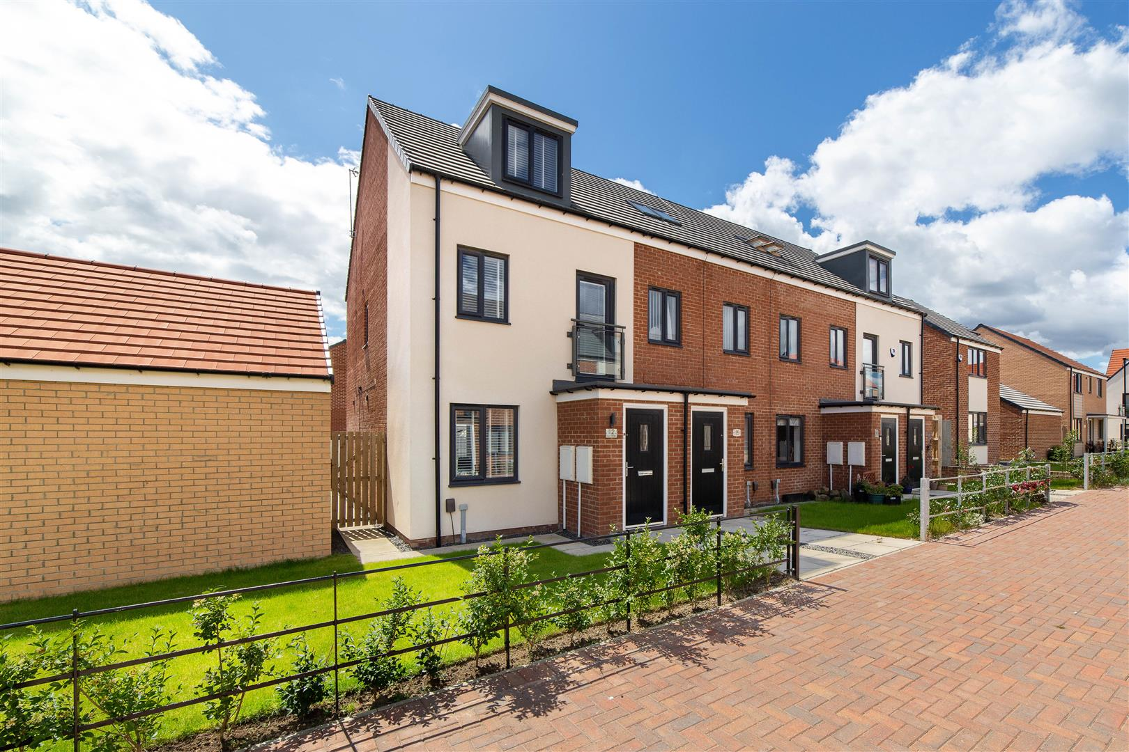 3 bed town house for sale in Sun Walk, Wallsend - Property Image 1
