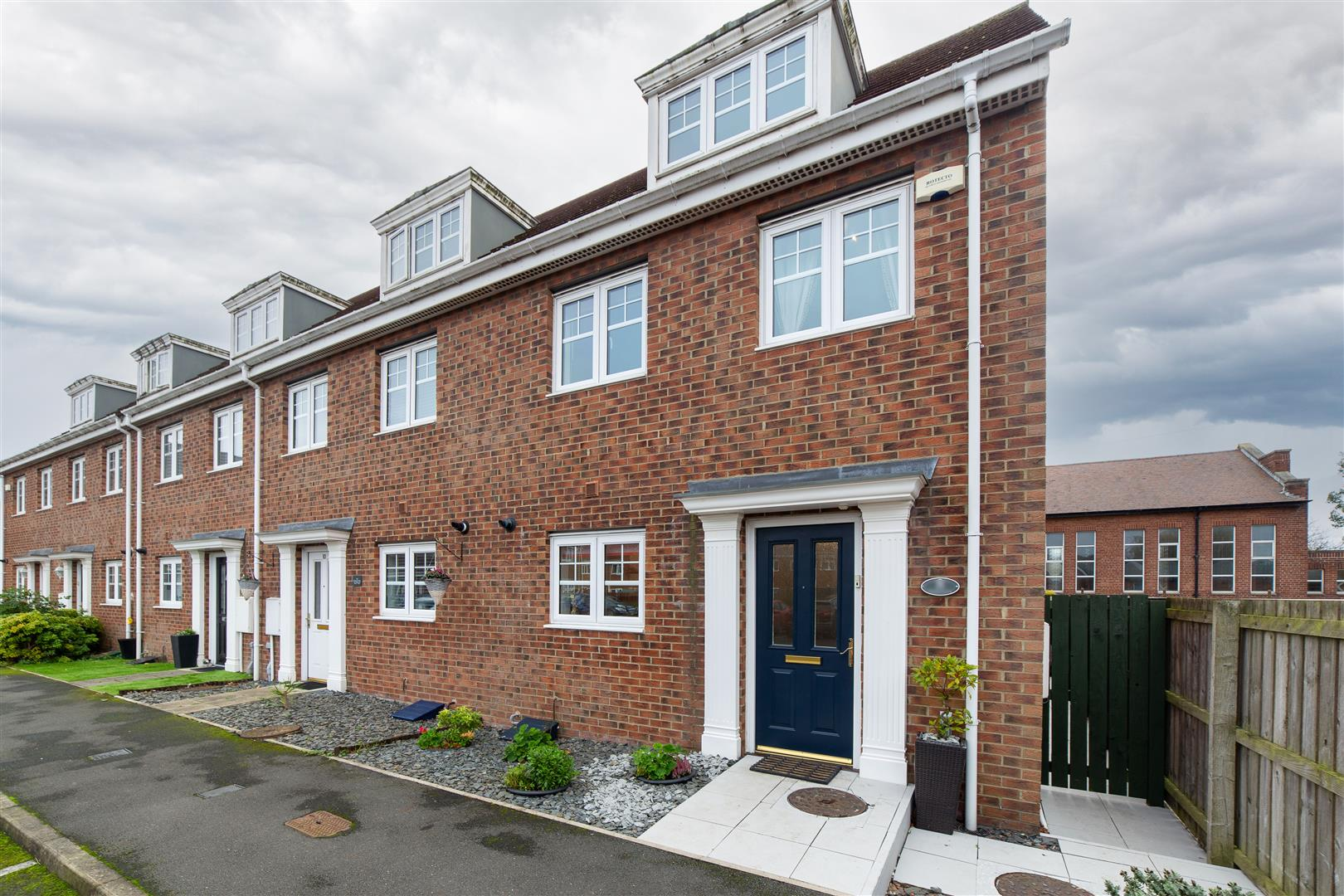 3 bed end of terrace house for sale in Longbenton, NE12 8TN 0