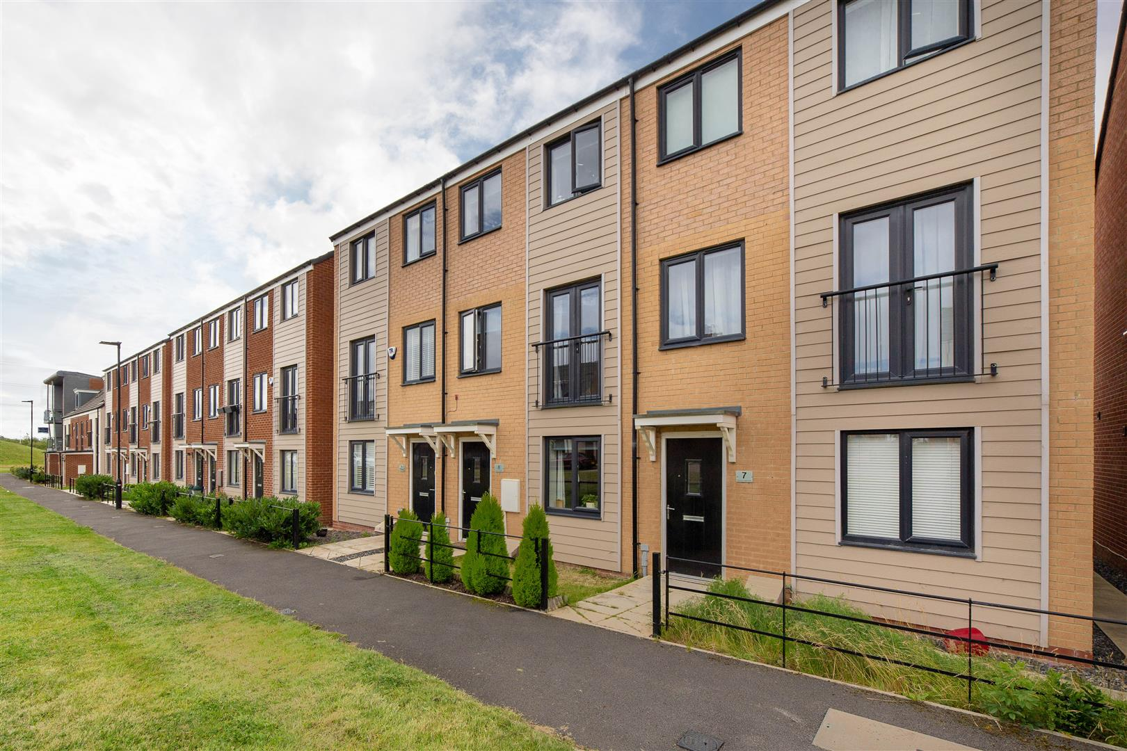 3 bed town house for sale in Newcastle Upon Tyne, NE13 9BP - Property Image 1