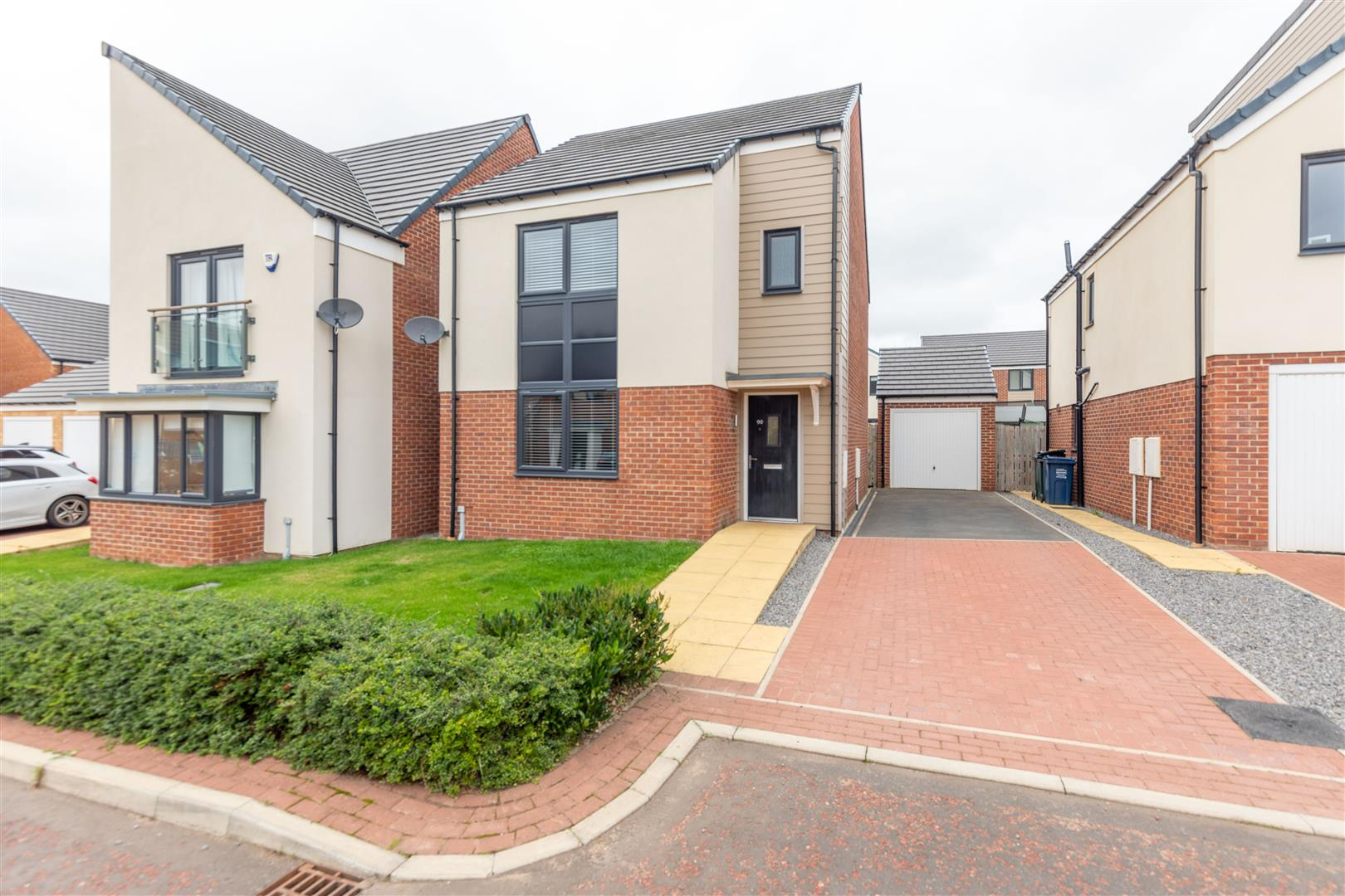 3 bed detached house to rent in Newcastle Upon Tyne, NE13 9DN - Property Image 1