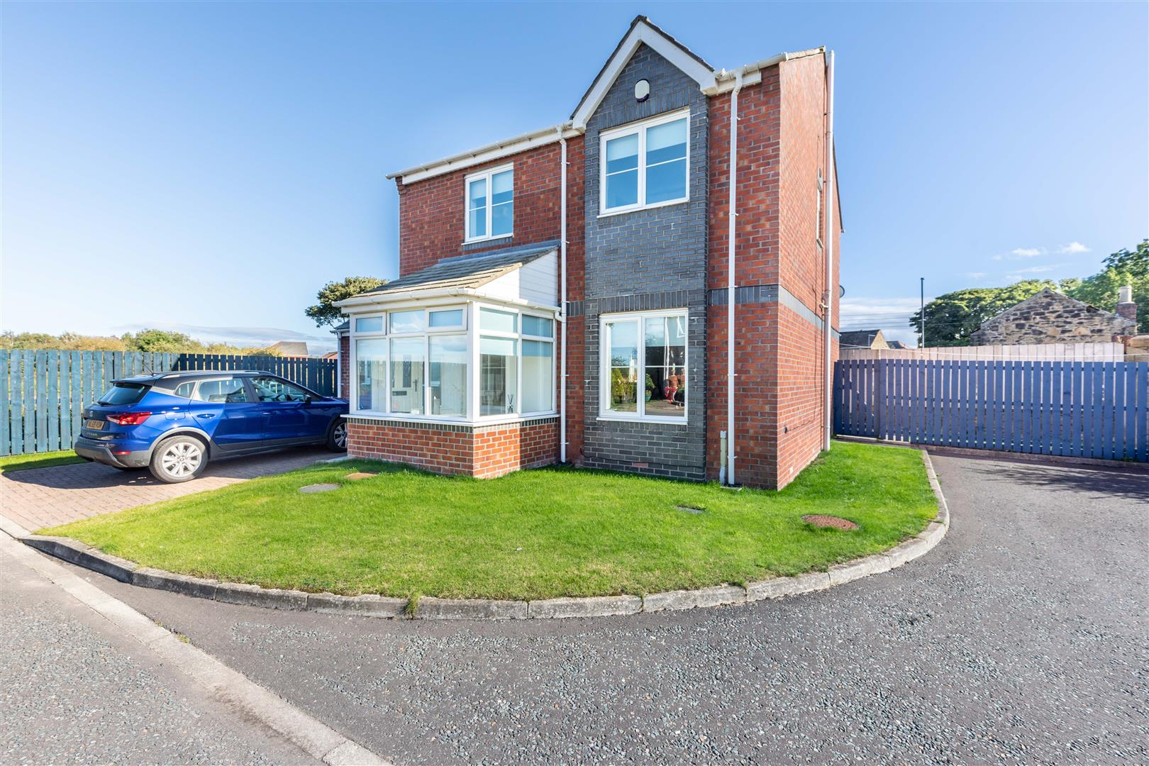 3 bed detached house for sale in Newcastle Upon Tyne, NE13 6EA - Property Image 1