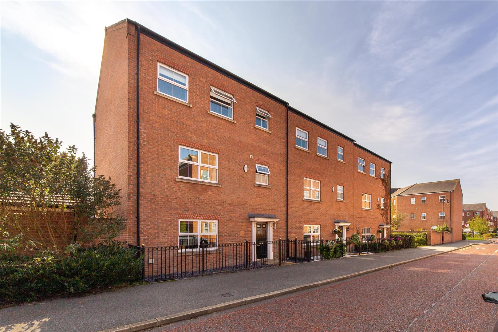 4 bed town house for sale in Newcastle Upon Tyne, NE3 5RF - Property Image 1