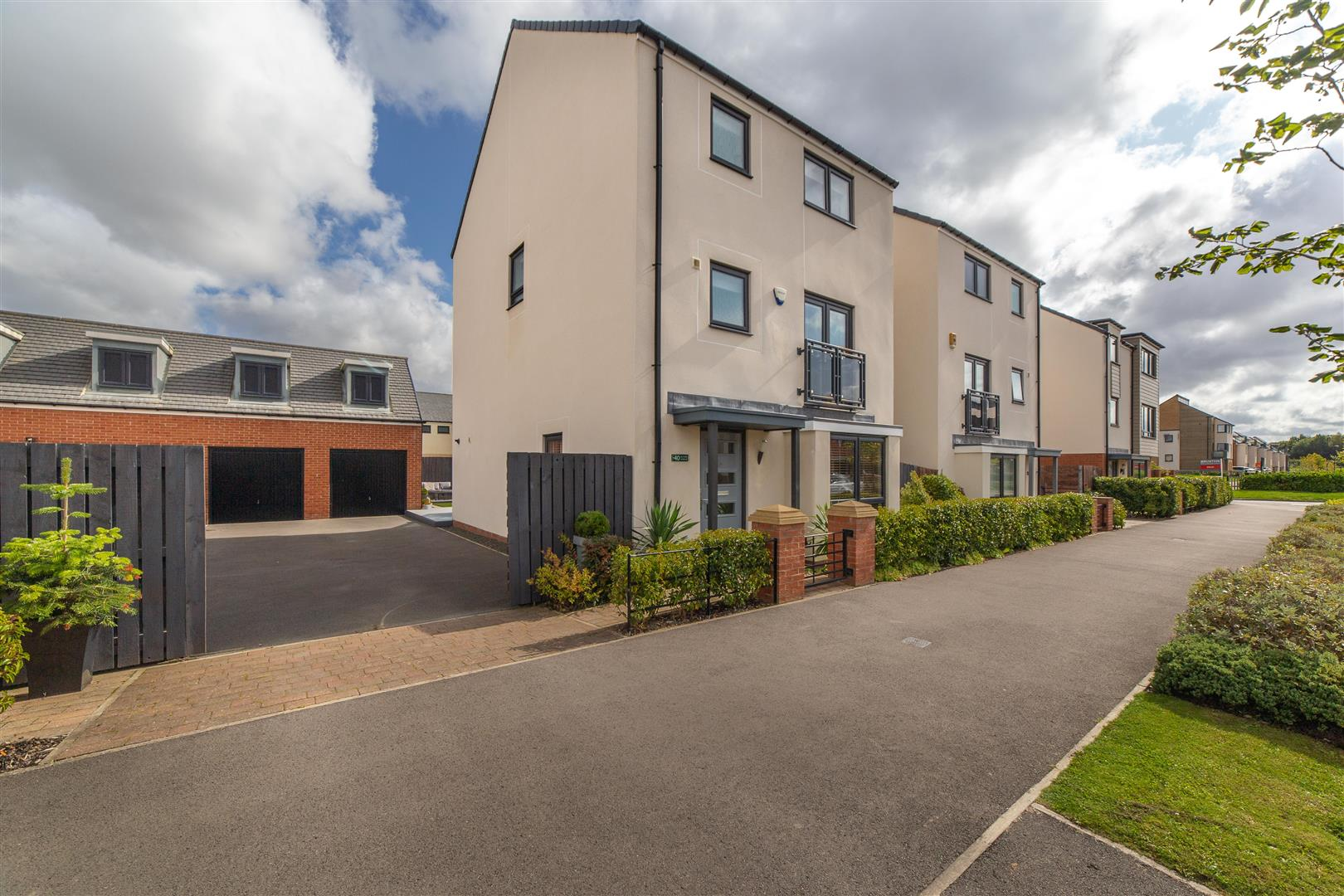 4 bed detached house for sale in Elford Avenue, Great Park - Property Image 1