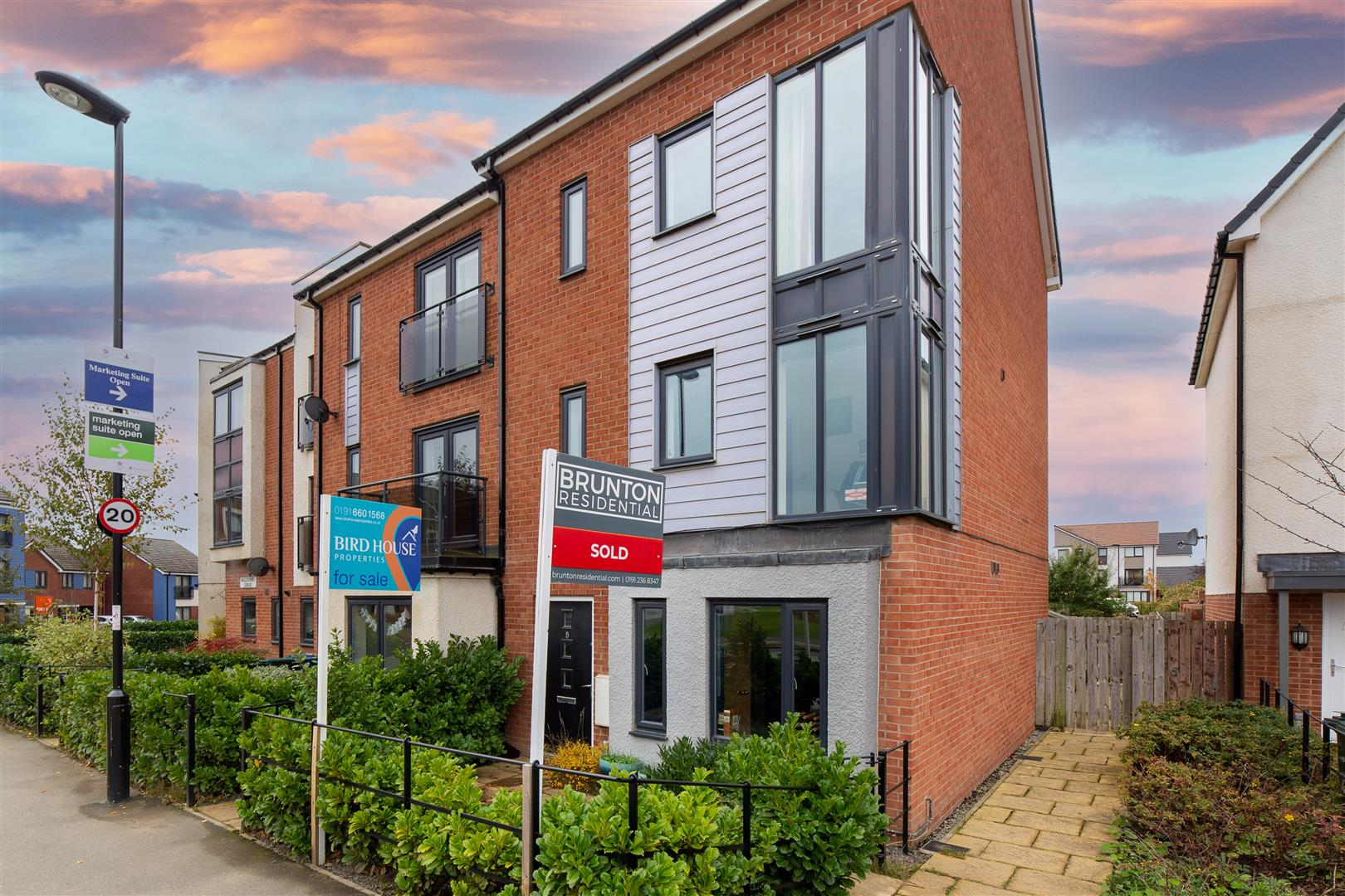 4 bed town house for sale in Newcastle Upon Tyne, NE13 9BX  - Property Image 1