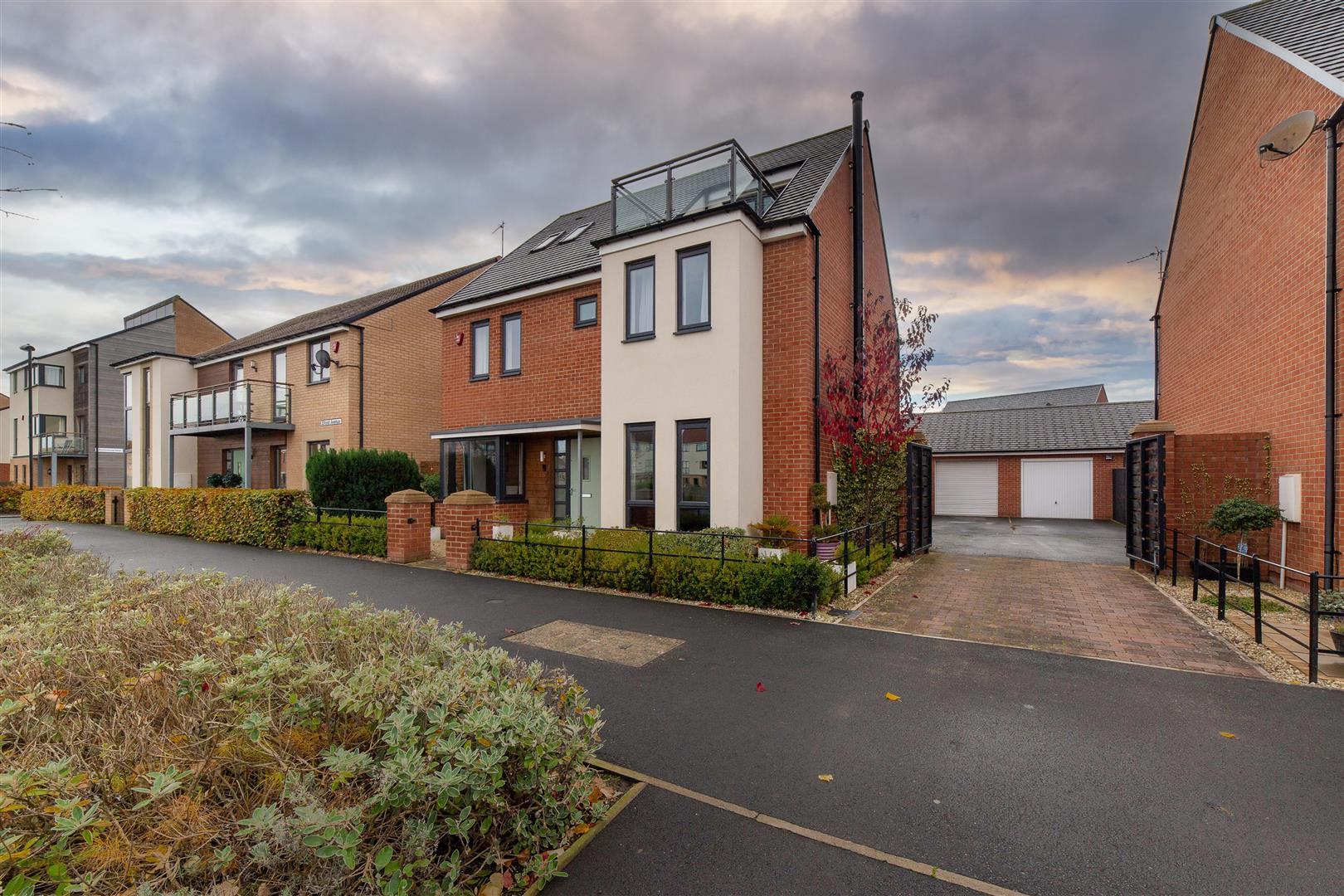 5 bed detached house for sale in Newcastle Upon Tyne, NE13 9AP  - Property Image 1