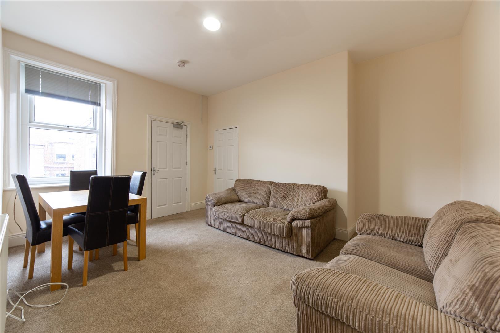 2 bed flat to rent in Simonside Terrace, Heaton, NE6