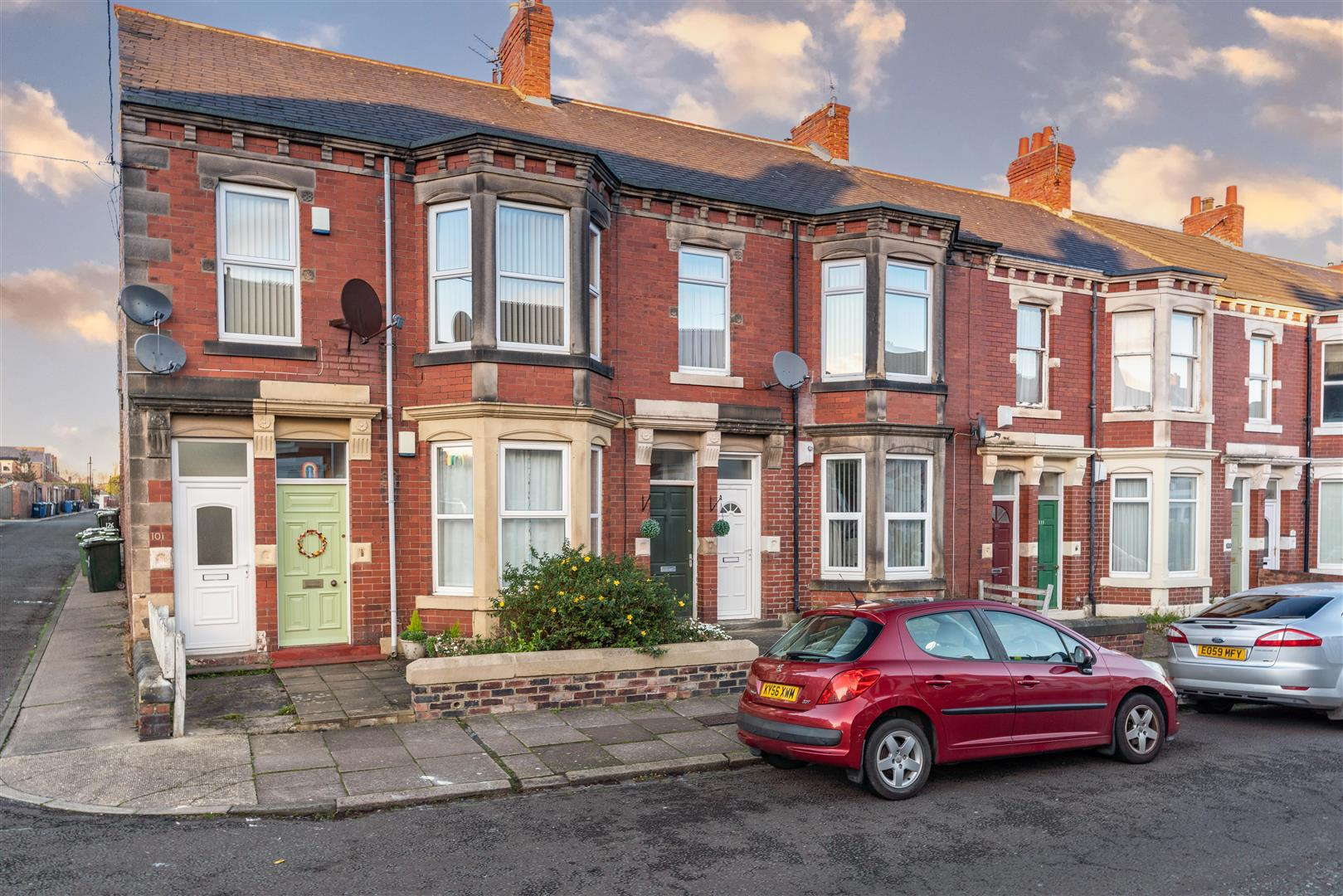 3 bed flat for sale in Cartington Terrace, Heaton  - Property Image 1
