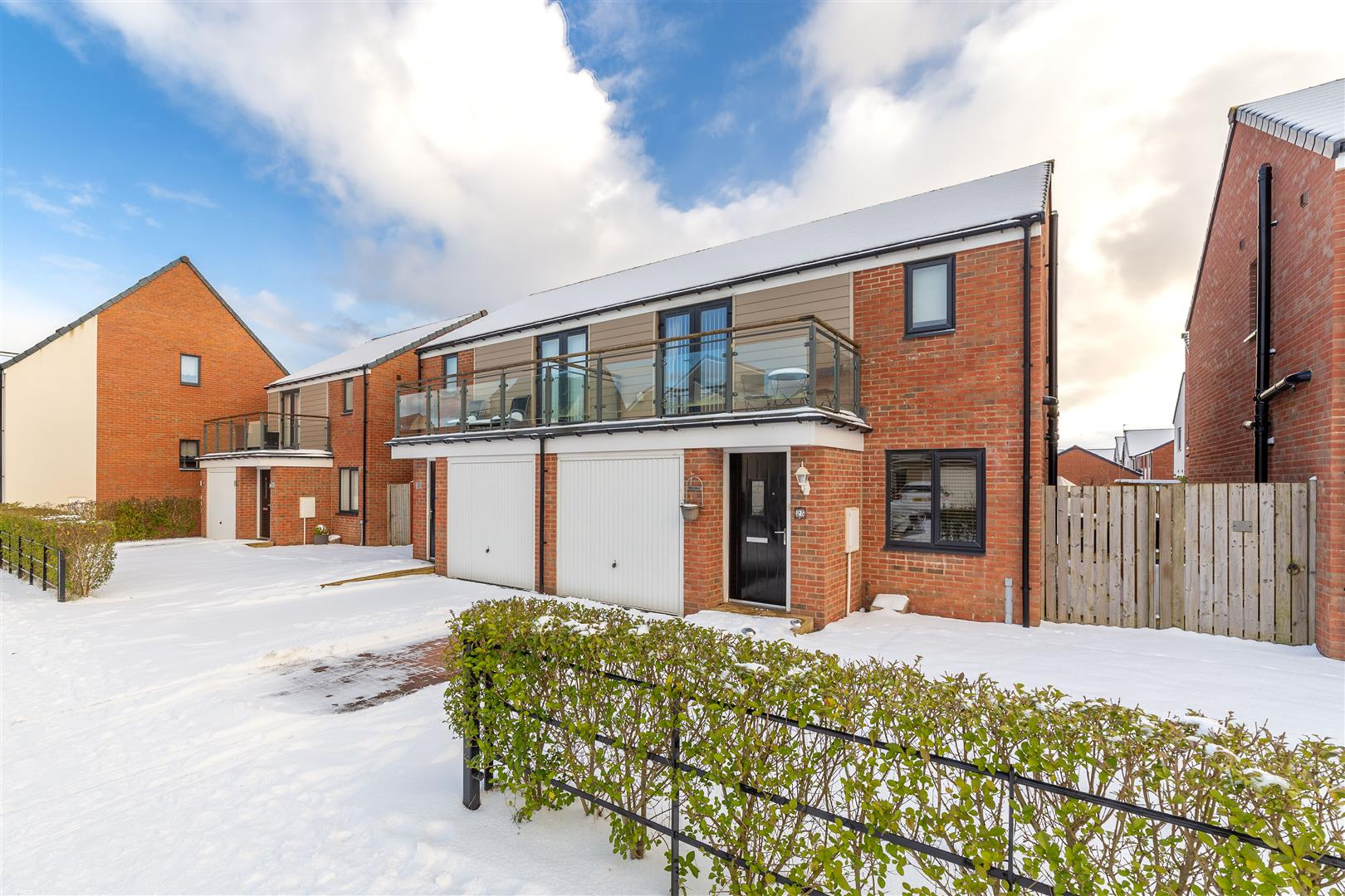 3 bed semi-detached house for sale in Great Park, NE13 9GA, NE13