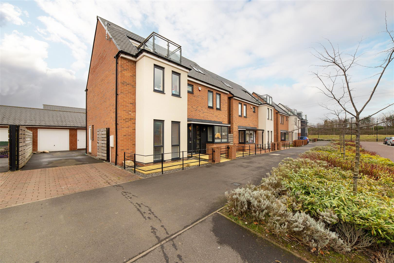 5 bed detached house for sale in Elford Avenue, Great Park  - Property Image 1