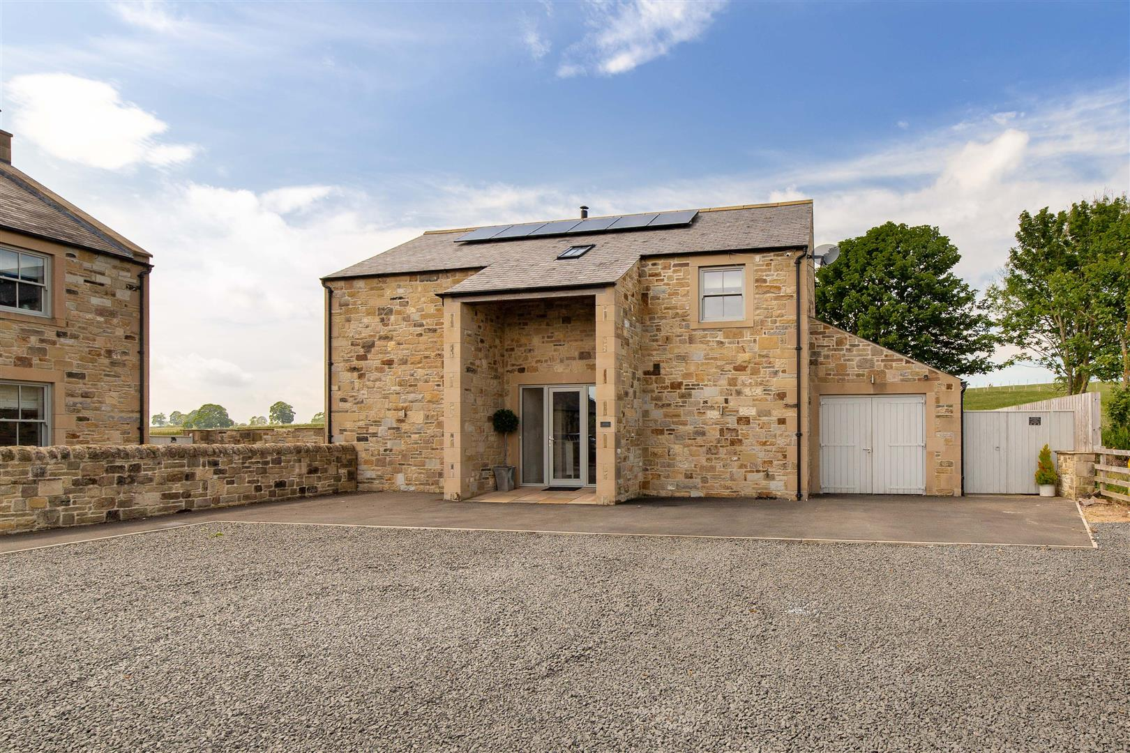4 bed detached house for sale, Hexham 2