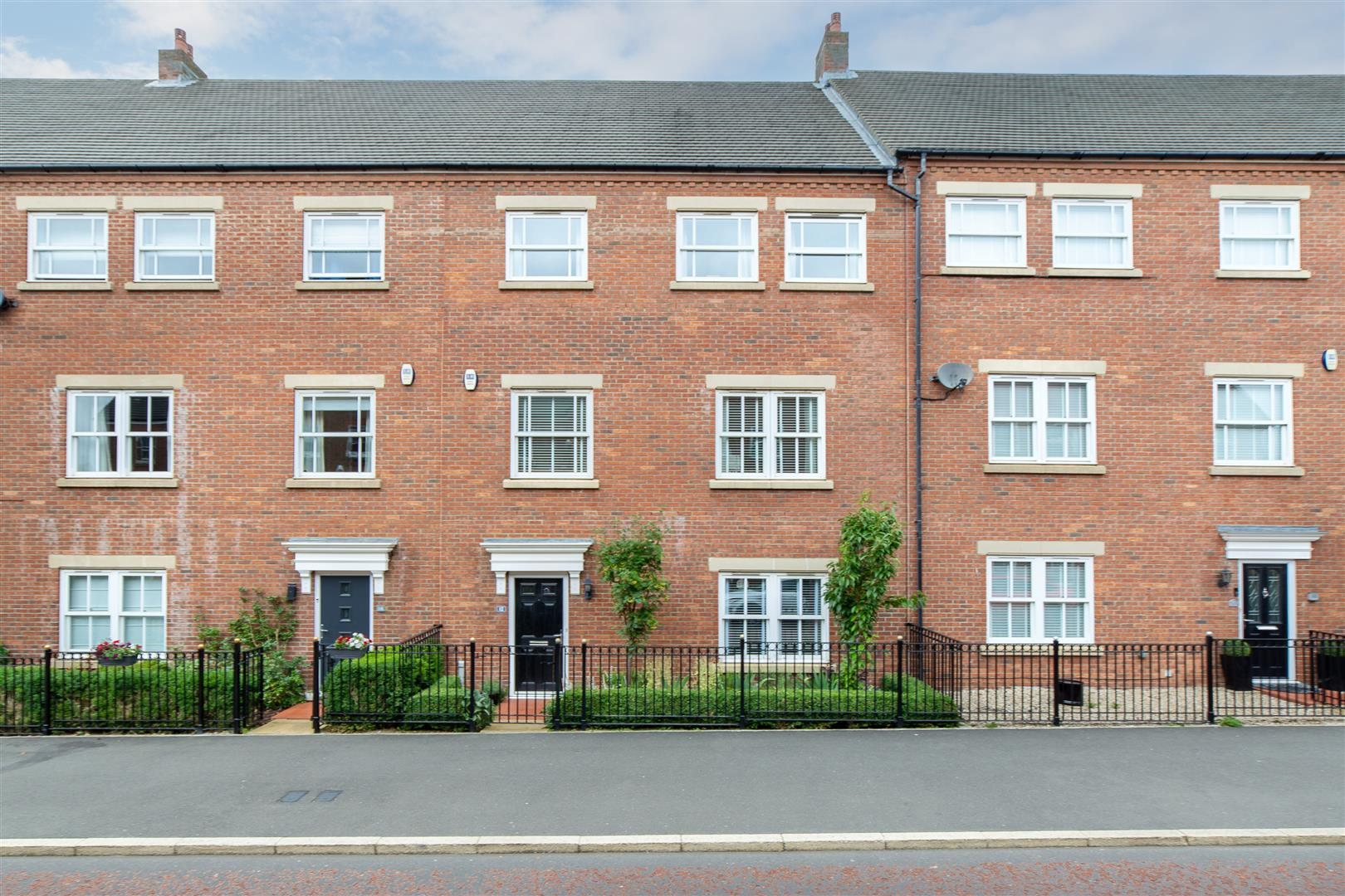 6 bed town house for sale in Featherstone Grove, Newcastle Upon Tyne, NE3