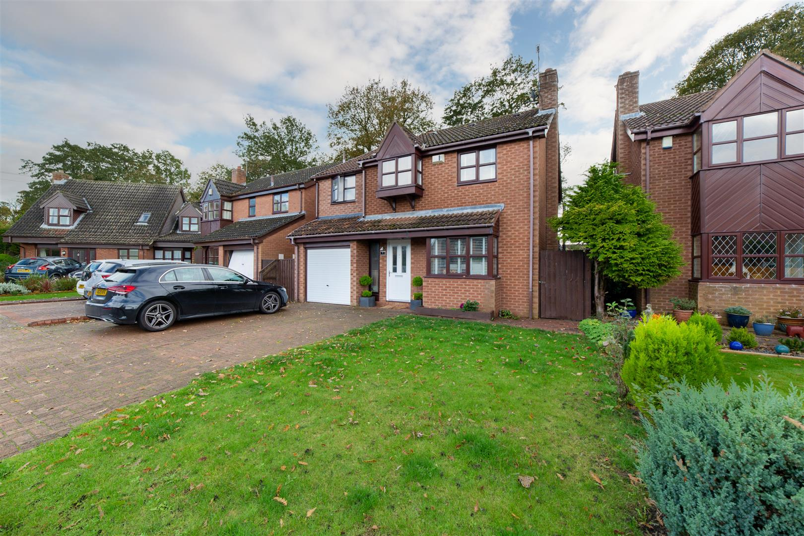 4 bed detached house to rent in Finstock Court, Gosforth, NE3