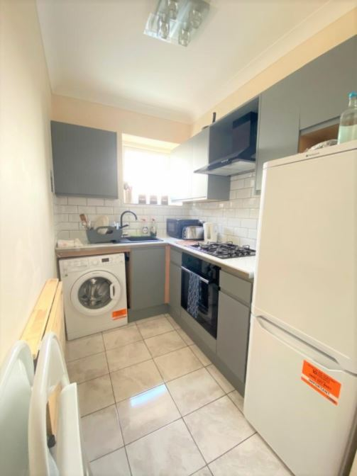 1 bed flat to rent in North End Road, West Kensington, Flat 2