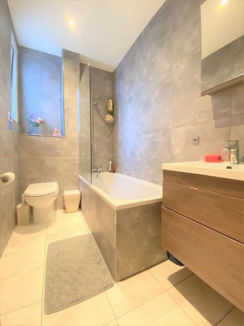 1 bed flat to rent in North End Road, West Kensington, Flat 3