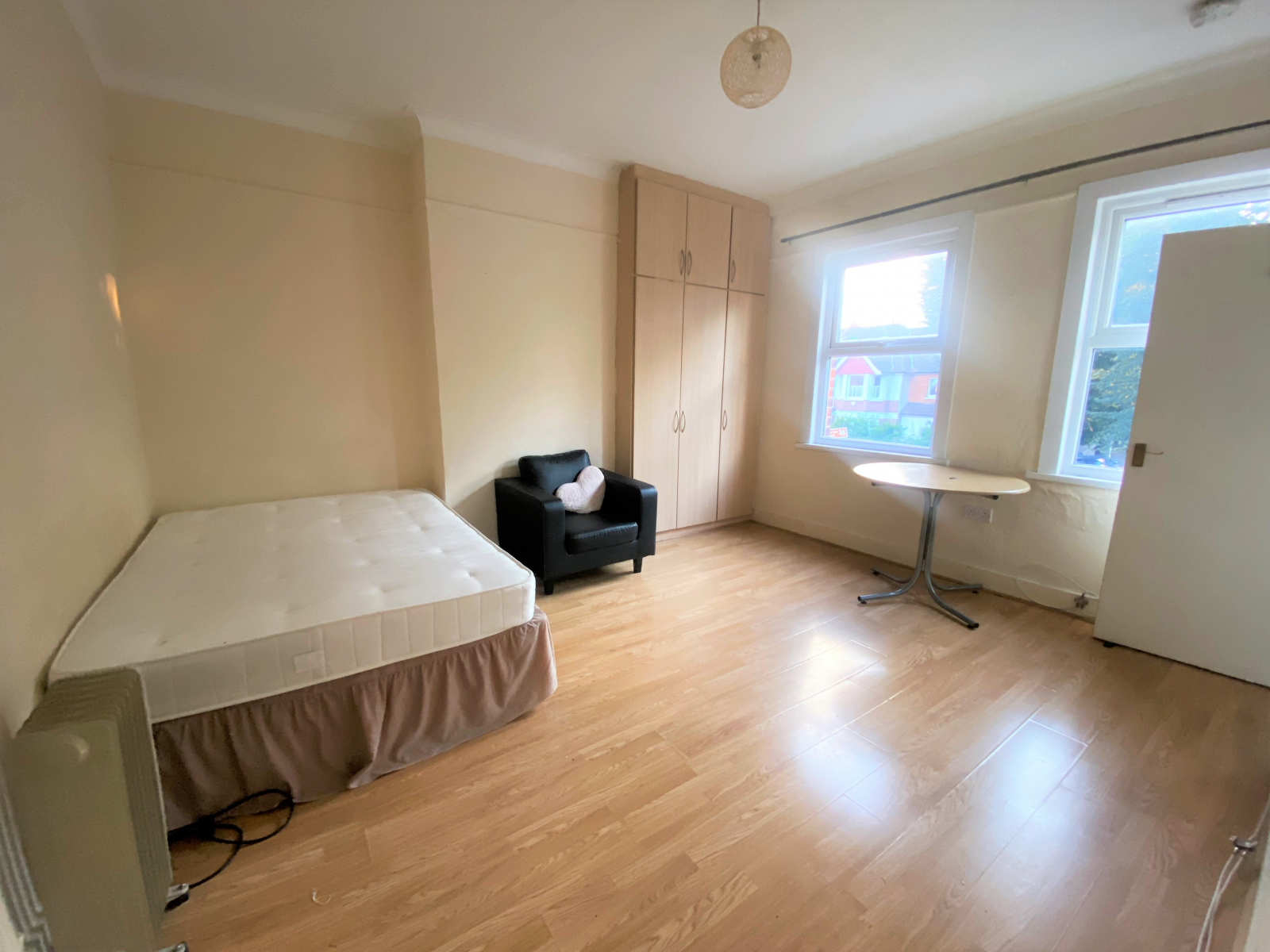 Studio flat to rent in Thornbury road, Osterley, Middlesex, TW7