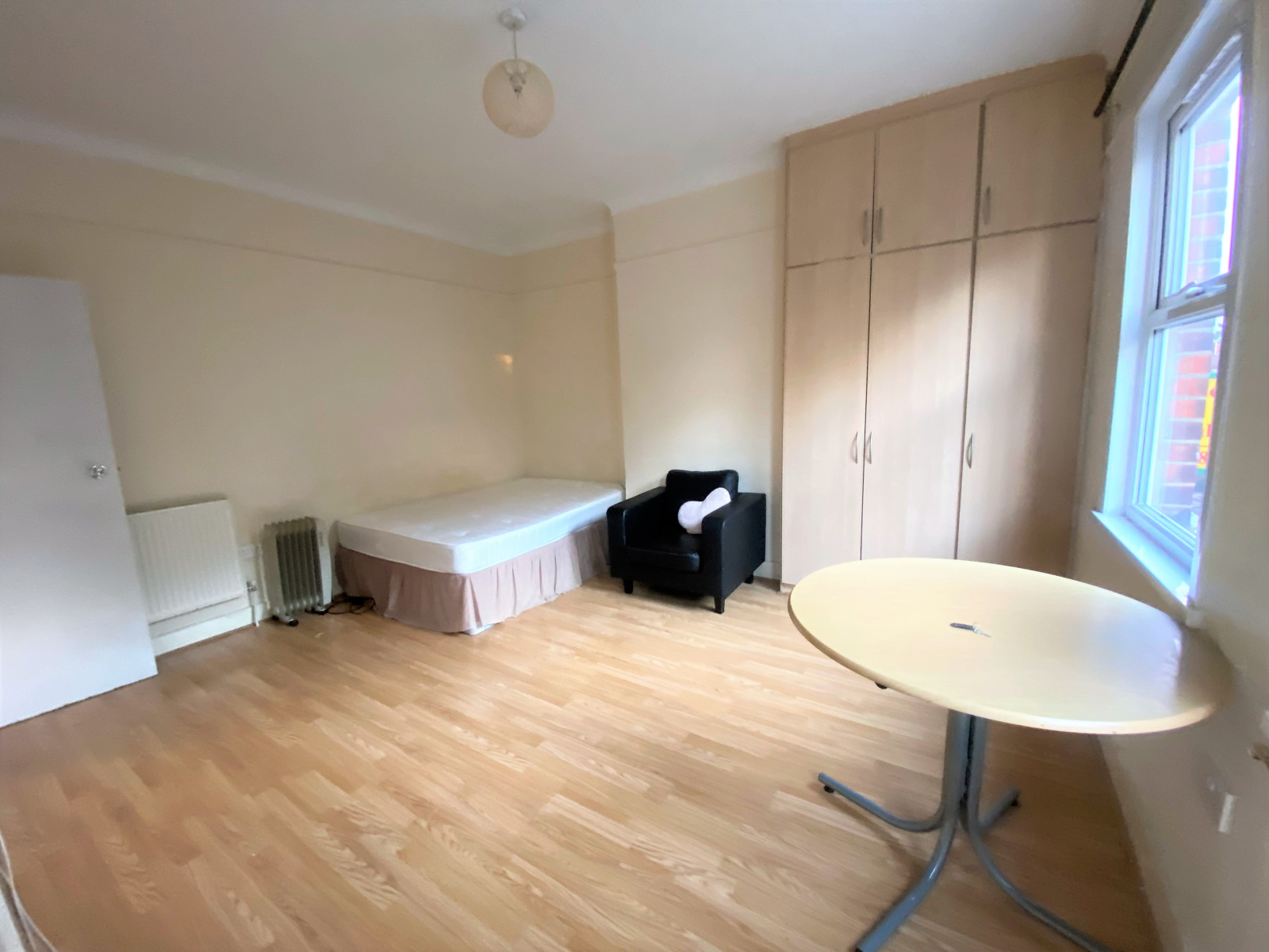 Studio flat to rent in Thornbury road, Osterley, Middlesex 1