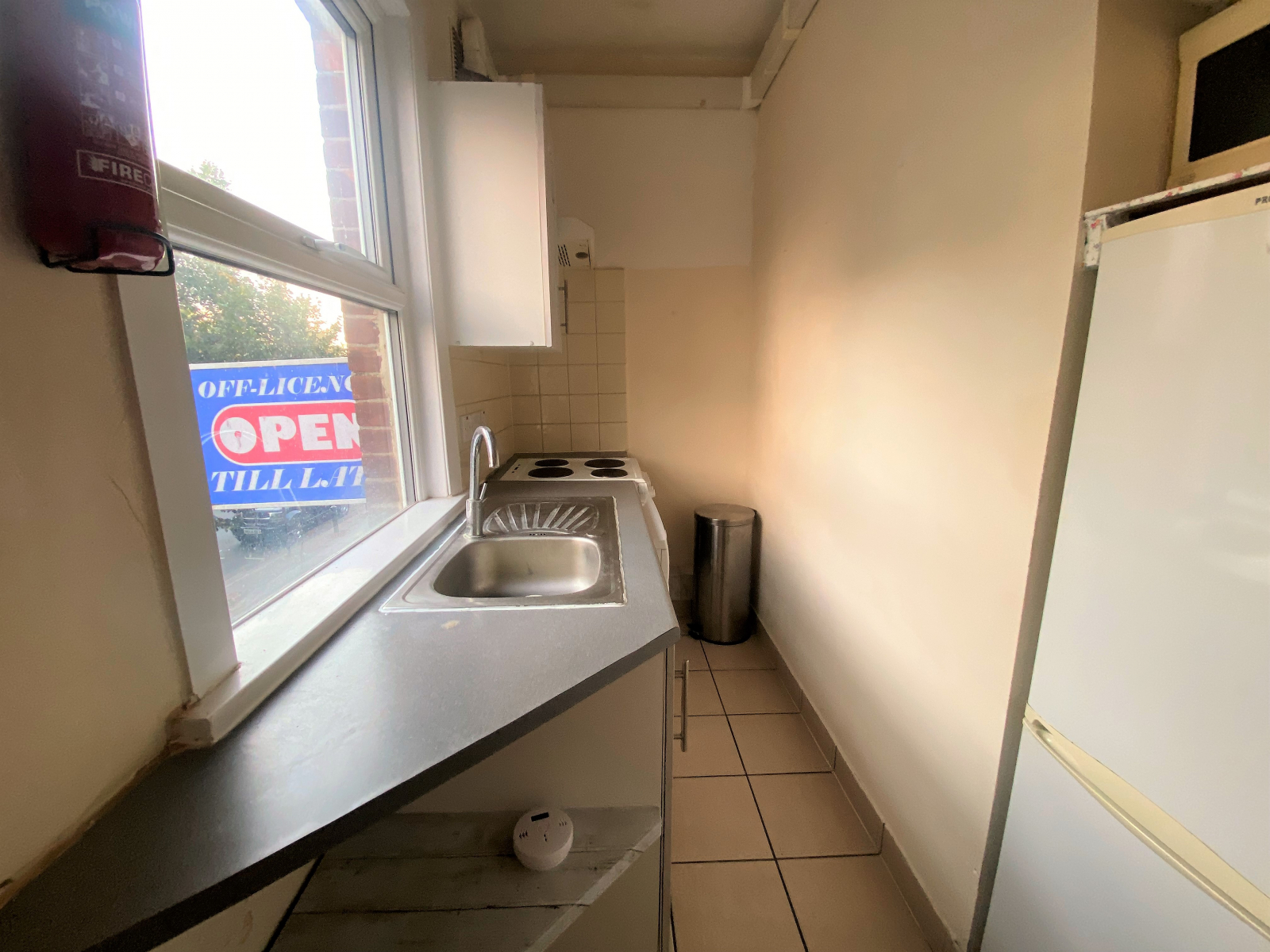 Studio flat to rent in Thornbury road, Osterley, Middlesex 2