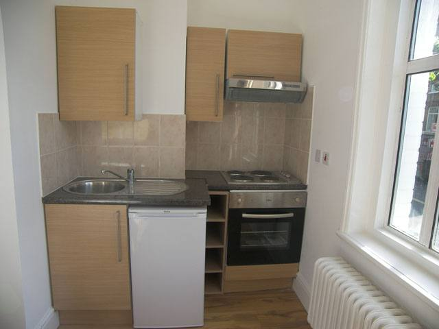 Studio flat to rent in Dalling road, Hammersmith, London 2