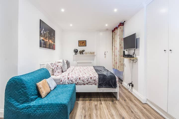 1 bed studio flat to rent in North End Road, West Kensington, London, W14