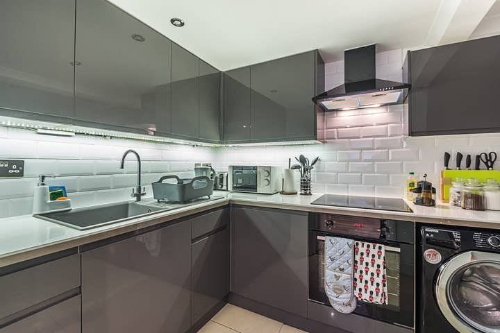 1 bed studio flat to rent in North End Road, West Kensington, London 1