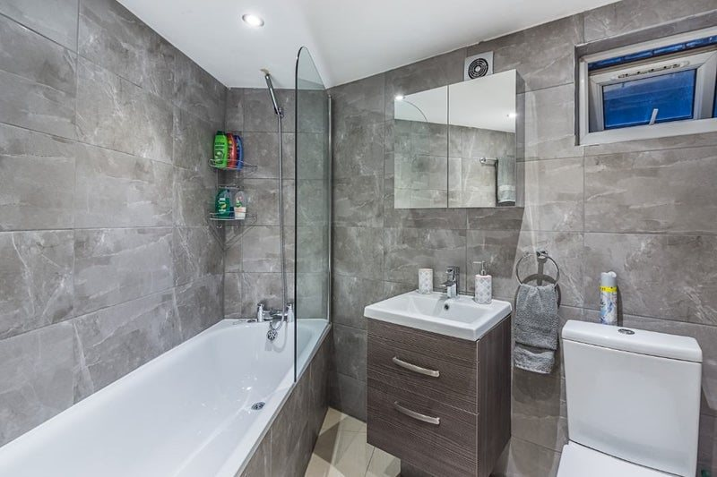 1 bed studio flat to rent in North End Road, West Kensington, London 3