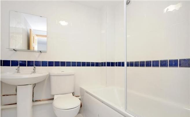1 bed flat to rent in North End Road, West Kensintgon, London 3
