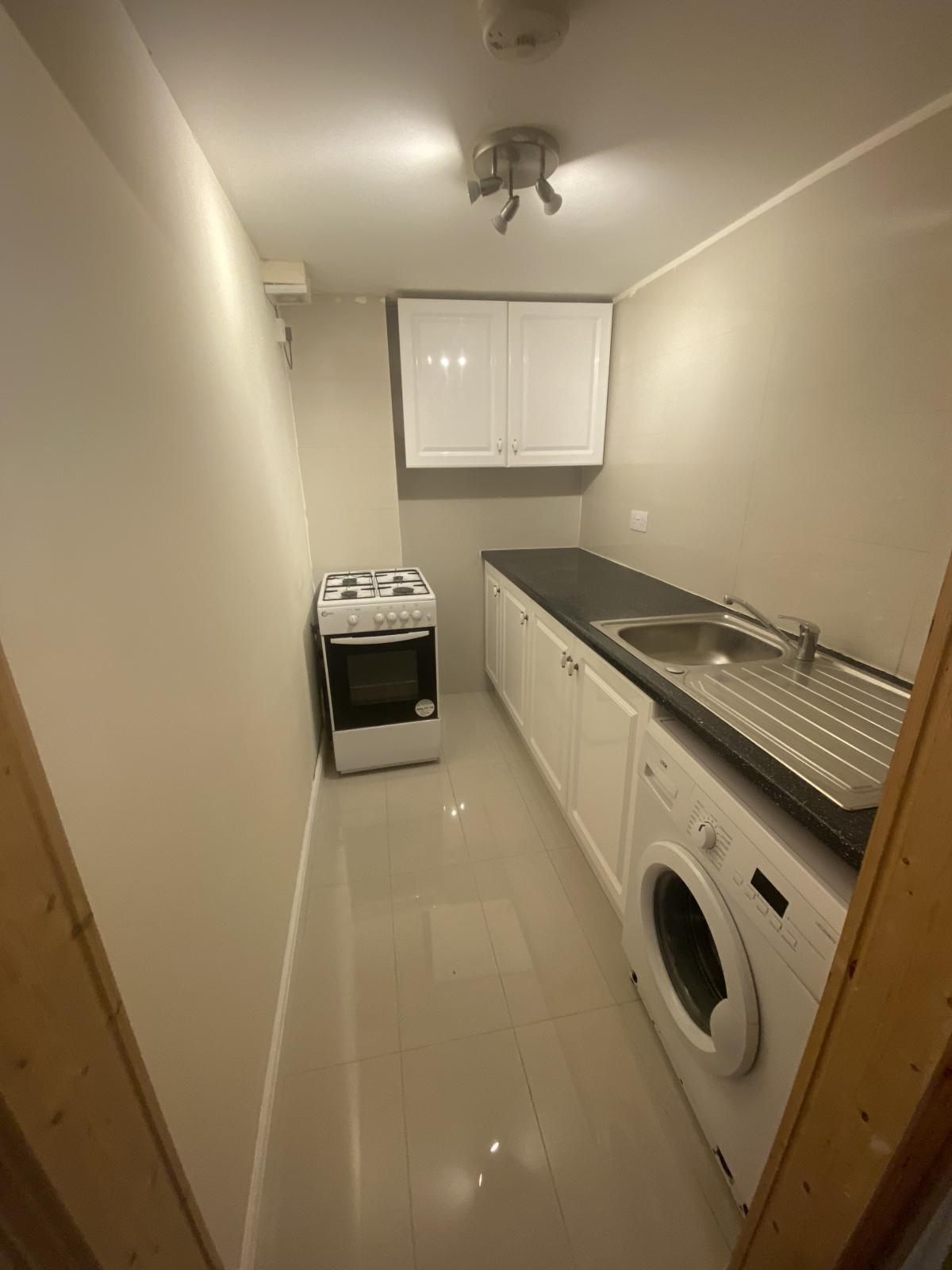1 bed flat to rent in North End Road, West Kensintgon, London 6