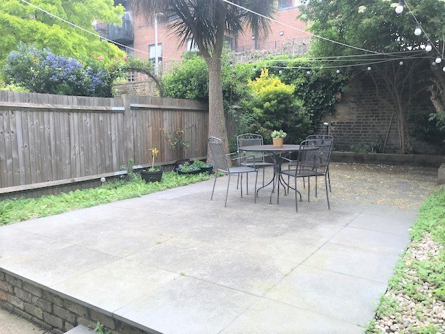 3 bed flat to rent in Trevelyan road, Tooting Broadway, London, SW17