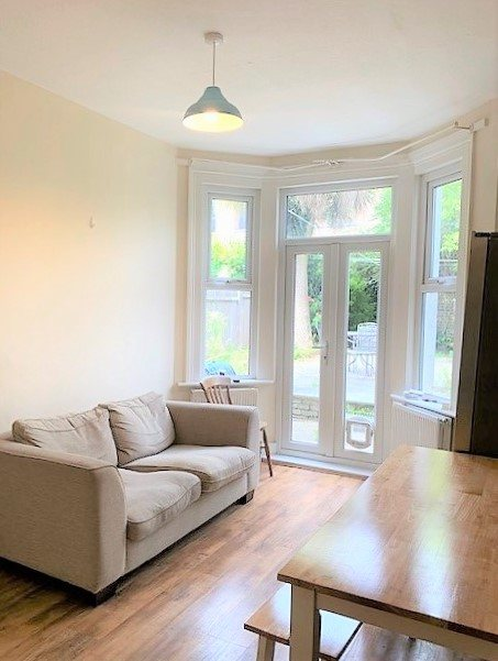 3 bed flat to rent in Trevelyan road, Tooting Broadway, London 1
