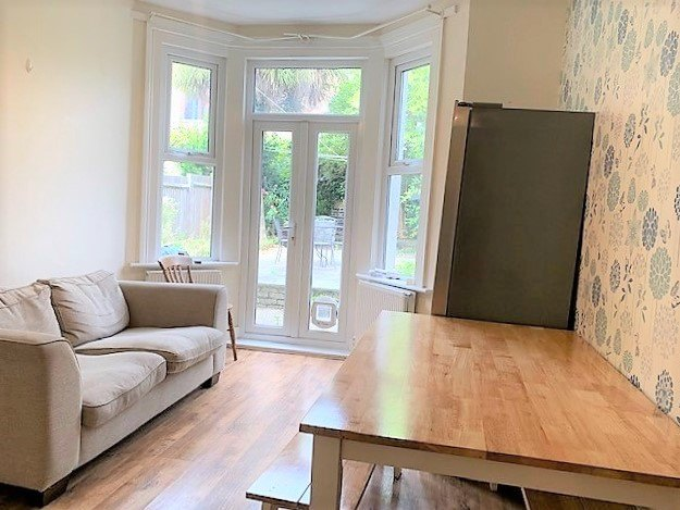 3 bed flat to rent in Trevelyan road, Tooting Broadway, London 2