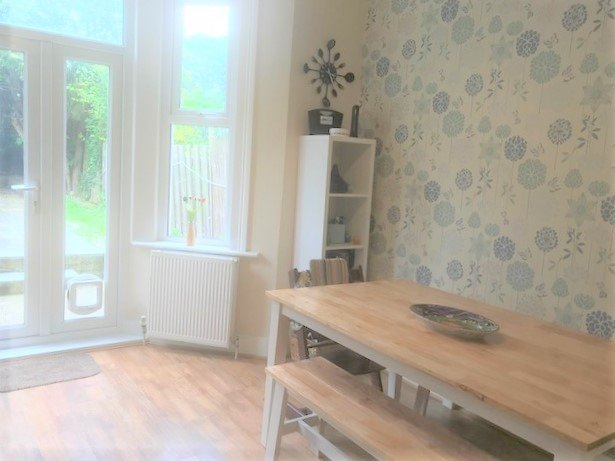 3 bed flat to rent in Trevelyan road, Tooting Broadway, London 3