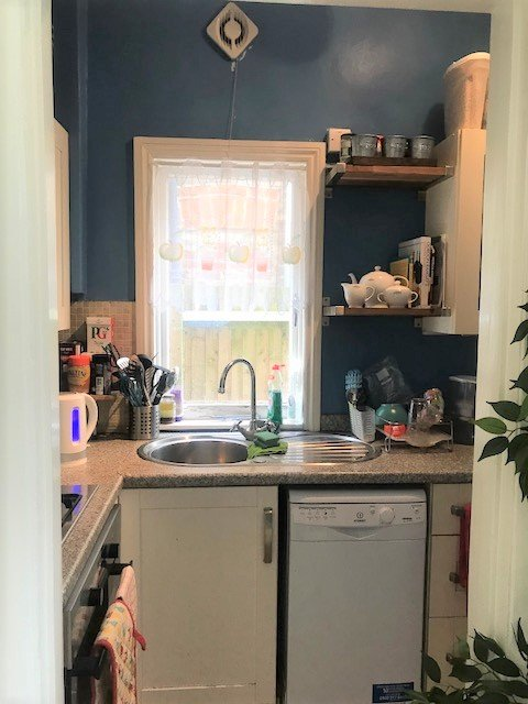 3 bed flat to rent in Trevelyan road, Tooting Broadway, London 4