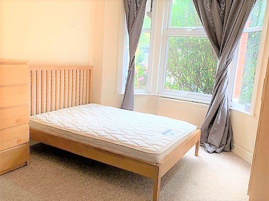 3 bed flat to rent in Trevelyan road, Tooting Broadway, London 7