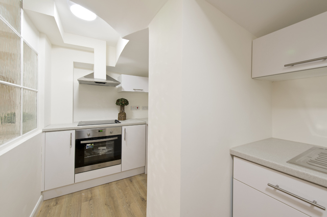 1 bed house share to rent in Charleville road, West Kensington, London 4