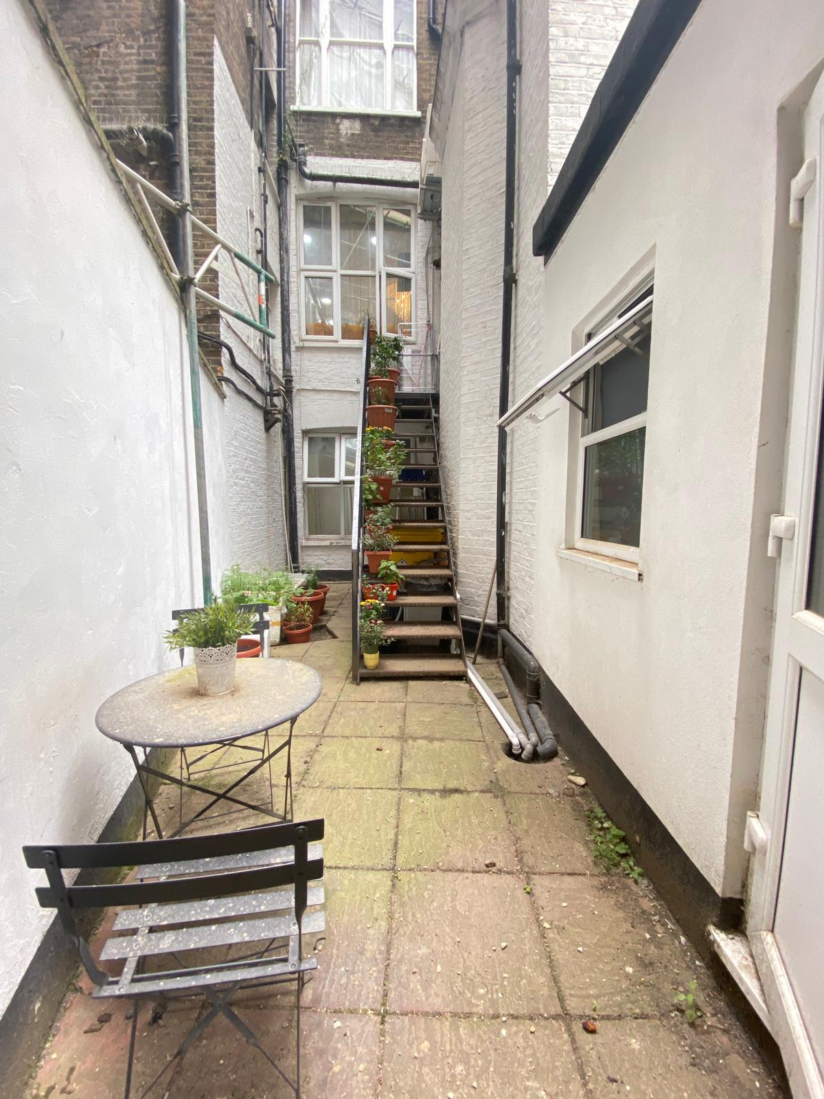 3 bed flat to rent in North End Road, West Kensington, London, W14