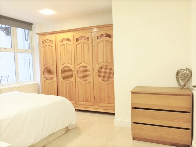 3 bed flat to rent in North End Road, West Kensington, London 2