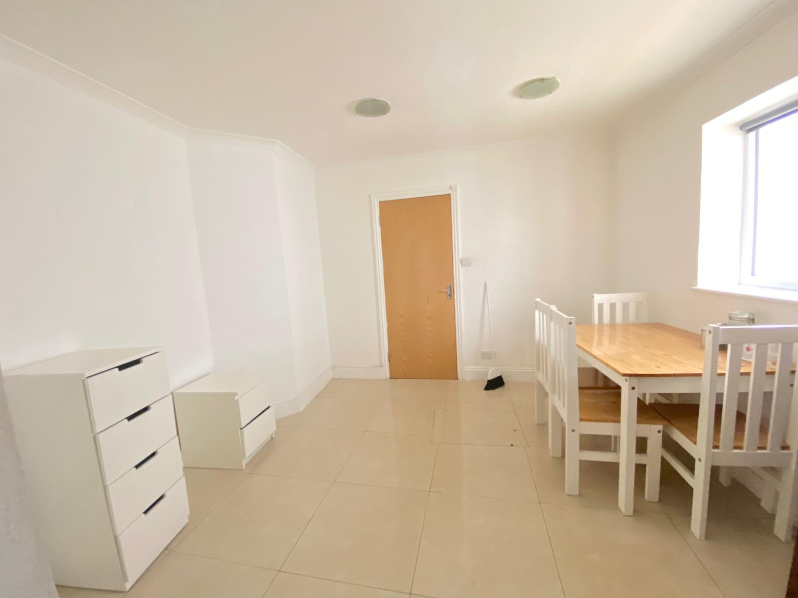 3 bed flat to rent in North End Road, West Kensington, London 3